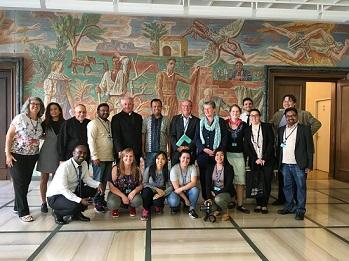 Avec les représentants d'ONG internationales du travail du Brésil, Indonésie, Inde, Italie, Philippine, Éthiopie, Allemagne, Portugal, Bangladesh, Slovénie, Pologne, Suisse, Argentine, France